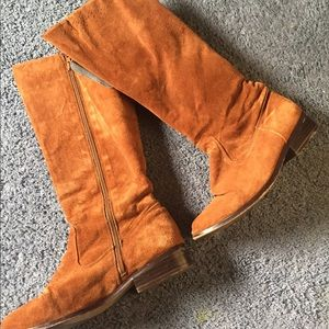 Newport News brown suede boots size 6